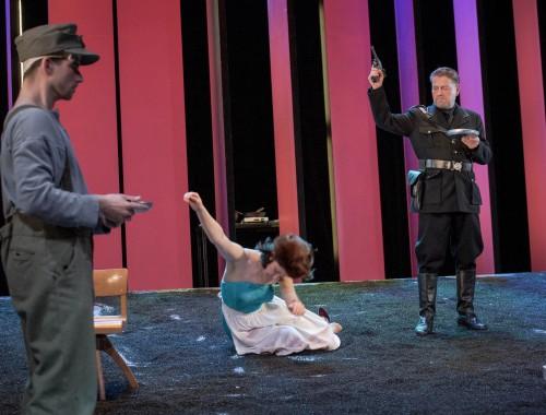 Soldat (Rudi Hindenburg), Zenja (Magdalena Neuhaus), Der Hauptmann (Zacharias Preen)