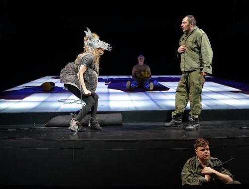 Salem Aleikum / Eselin (Jessica Ohl), Jizchak (Werner Klockow), Adam (Marko Gebbert), Tom (Marius Borghoff)