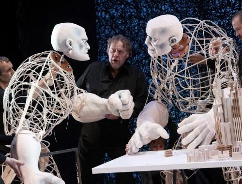 Fafner (Marek Wojciechowski) / Fasolt (Timo Riihonen) + Puppenspieler