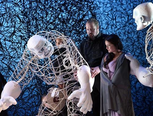 Fasolt (Timo Riihonen) + Puppenspieler / Freia (Agnieszka Hauzer)